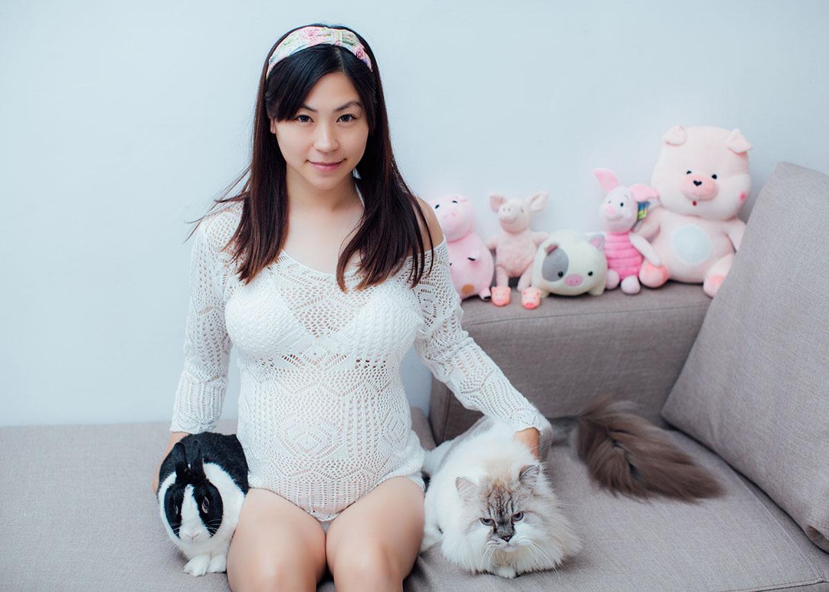 《孕婦寫真》孕媽咪和兩個寵物寶貝 / 台中推薦攝影師