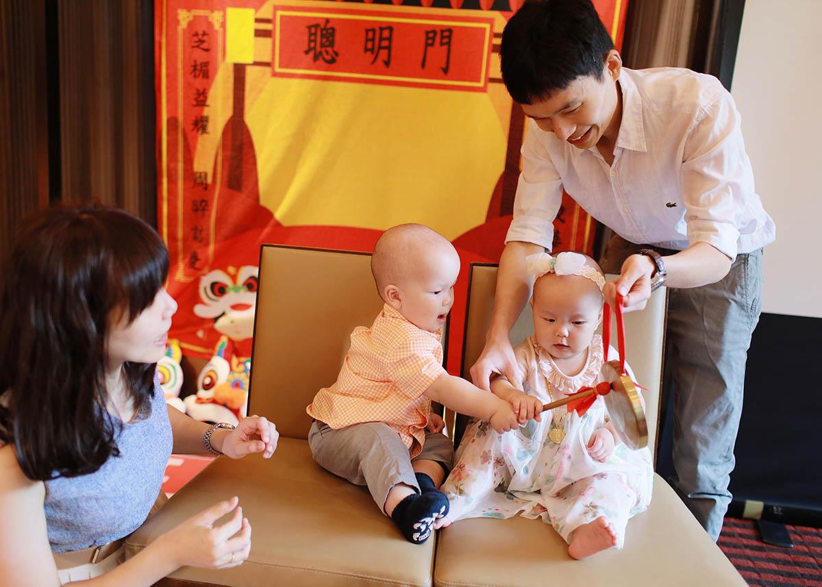《龍鳳胎抓周推薦》可愛的雙寶抓周 / 台中裕元花園酒店